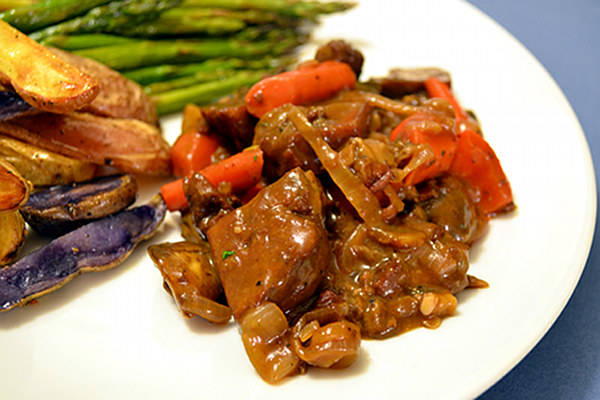 Seitan and Mushroom Bourguignon with the Boxer (Recipe with Wine Pairing)