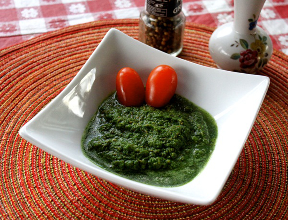 Indian Mint and Cilantro Chutney with Ginger