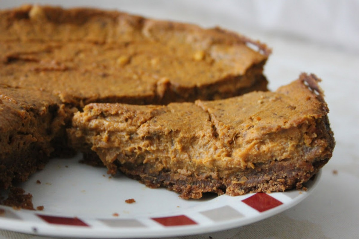Pumpkin Pie with Speculoos Crust [Vegan]