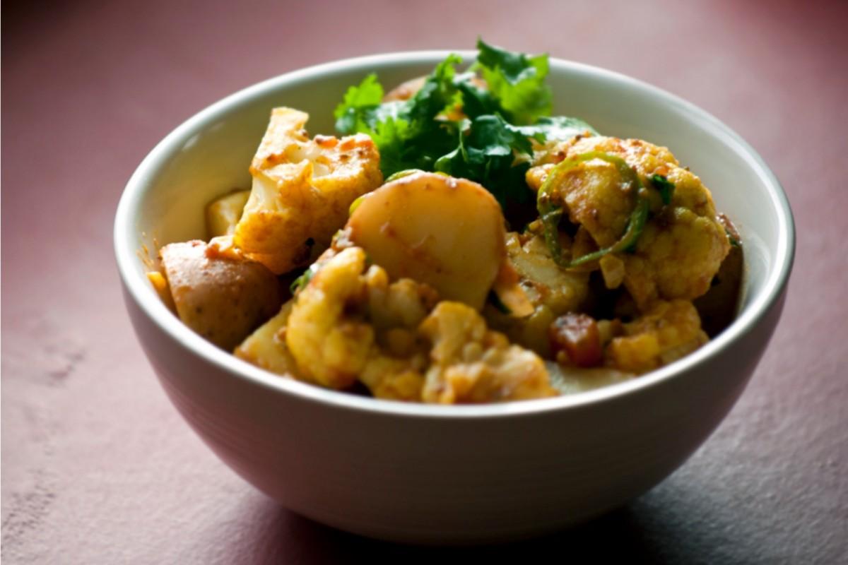 Chile-Garlic-Potatoes-and-Cauliflower-with-Turmeric-Vegan-1200x800