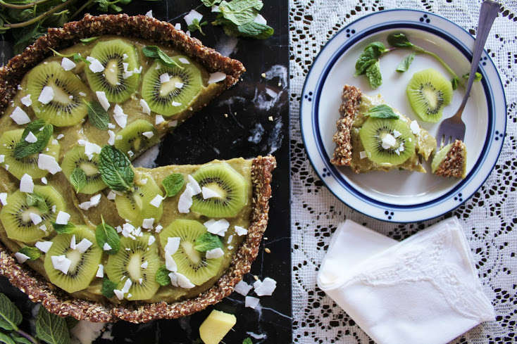 Raw-Kiwi-Tart-with-Ginger-Mint-and-Coconut