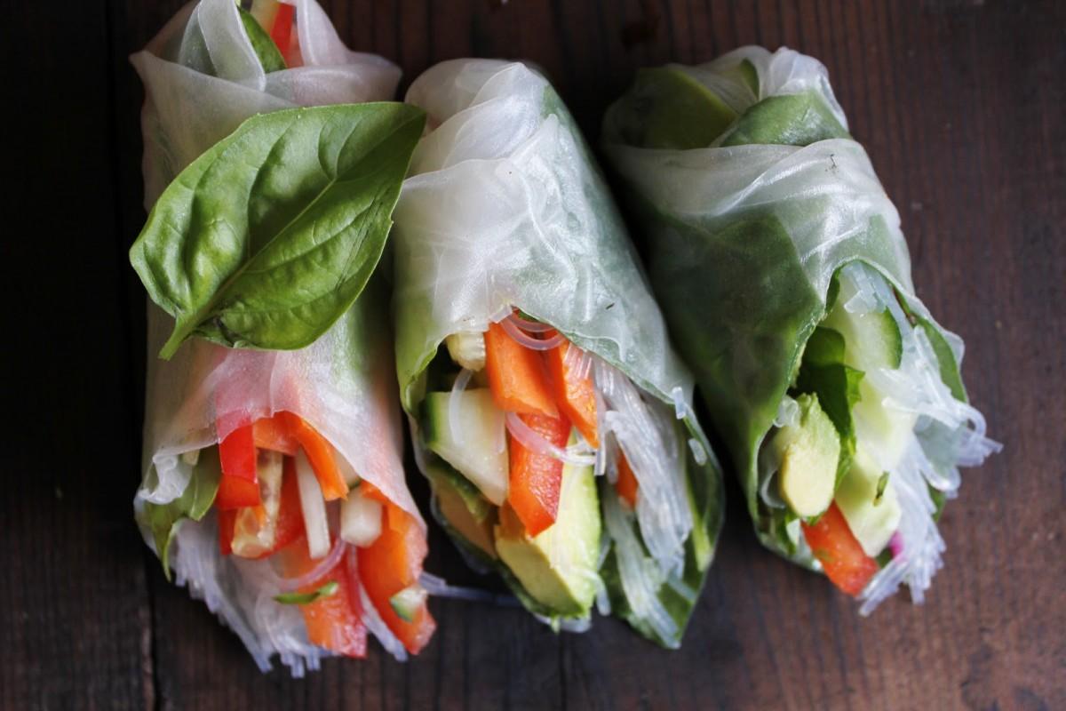 Fresh Veggie Summer Rolls with Spicy Garlic Peanut Sauce