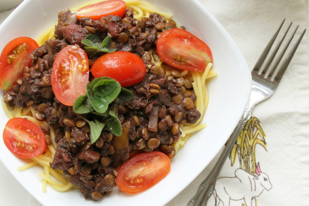 """Homestyle """"Meaty"""" Tomato Sauce with Lentils and Walnuts [Vegan, Gluten-Free]"""