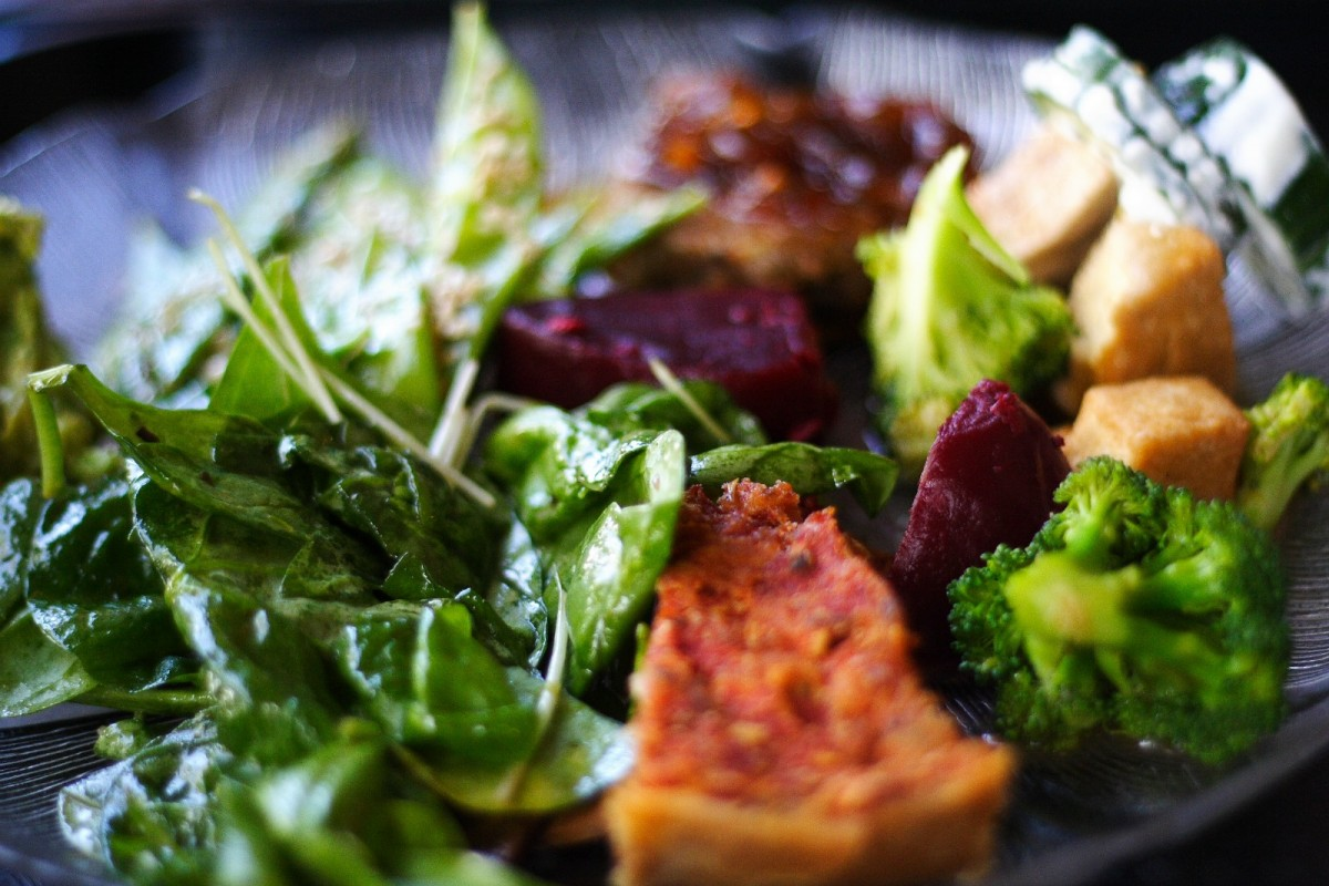 Spinach-Beet-and-Sweet-Potato-Salad-1200x800 (1)