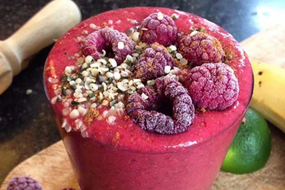 Superfood-Raspberry-Smoothie-Vegan-1200x800 (1)