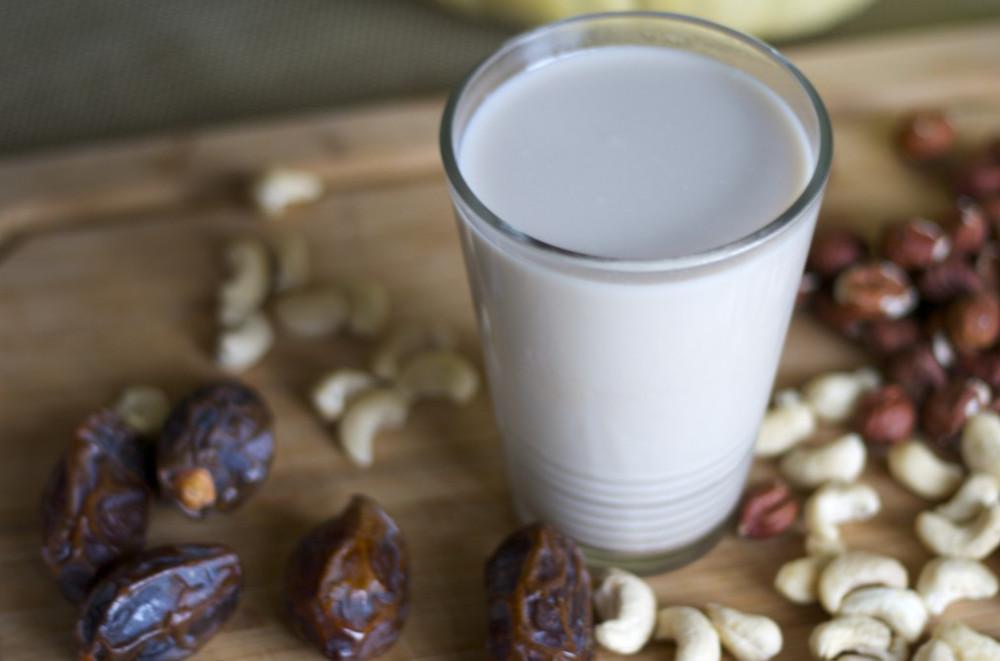 Homemade-Cashew-Milk (1)