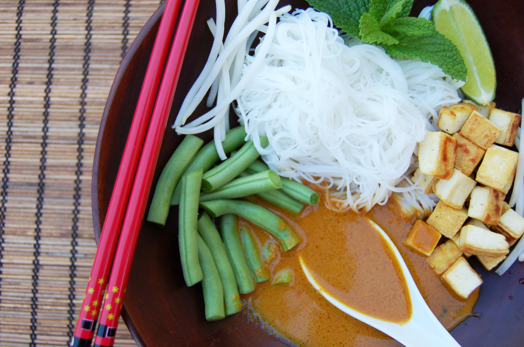 kari laksa spicy coconut curry with green beans fried tofu bean sprouts
