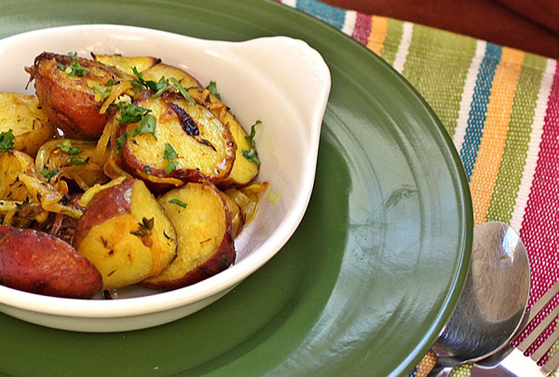 Roasted-Red-Potatoes-with-Turmeric-and-Thyme