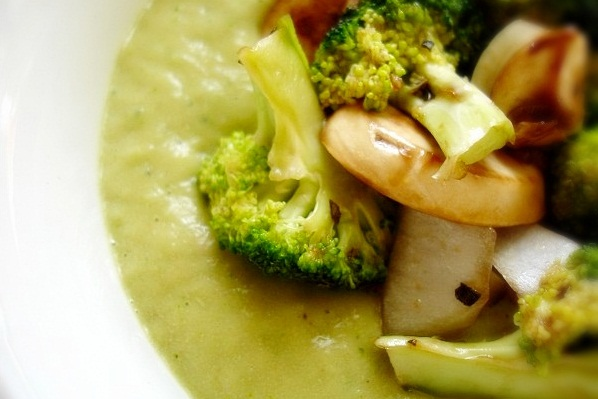 lisa-viger-raw-on-10-cream-of-mushroom-broccoli-soup-ogp