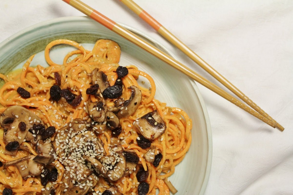 yam-noodles-with-sweet-sauce-marinated-mushrooms-sesame-seeds-1200x800