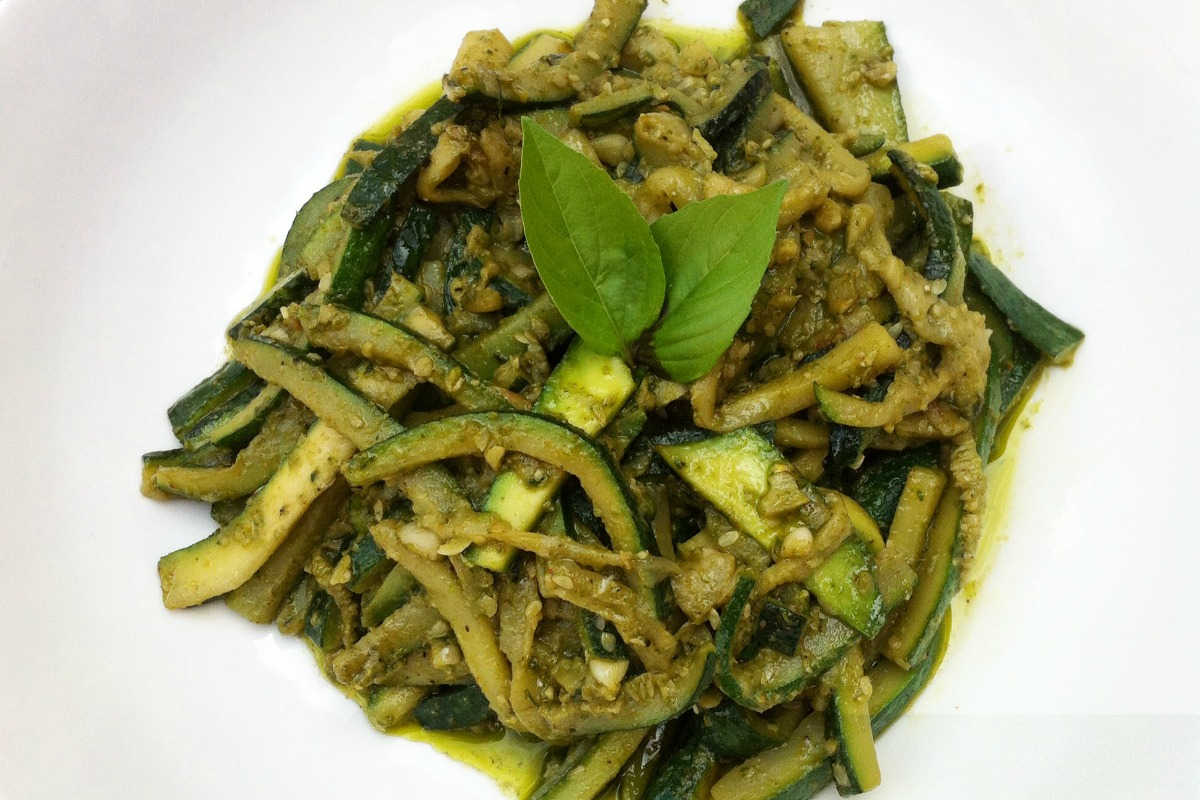 Basil-Pesto-Zuchinni-Pasta (1)