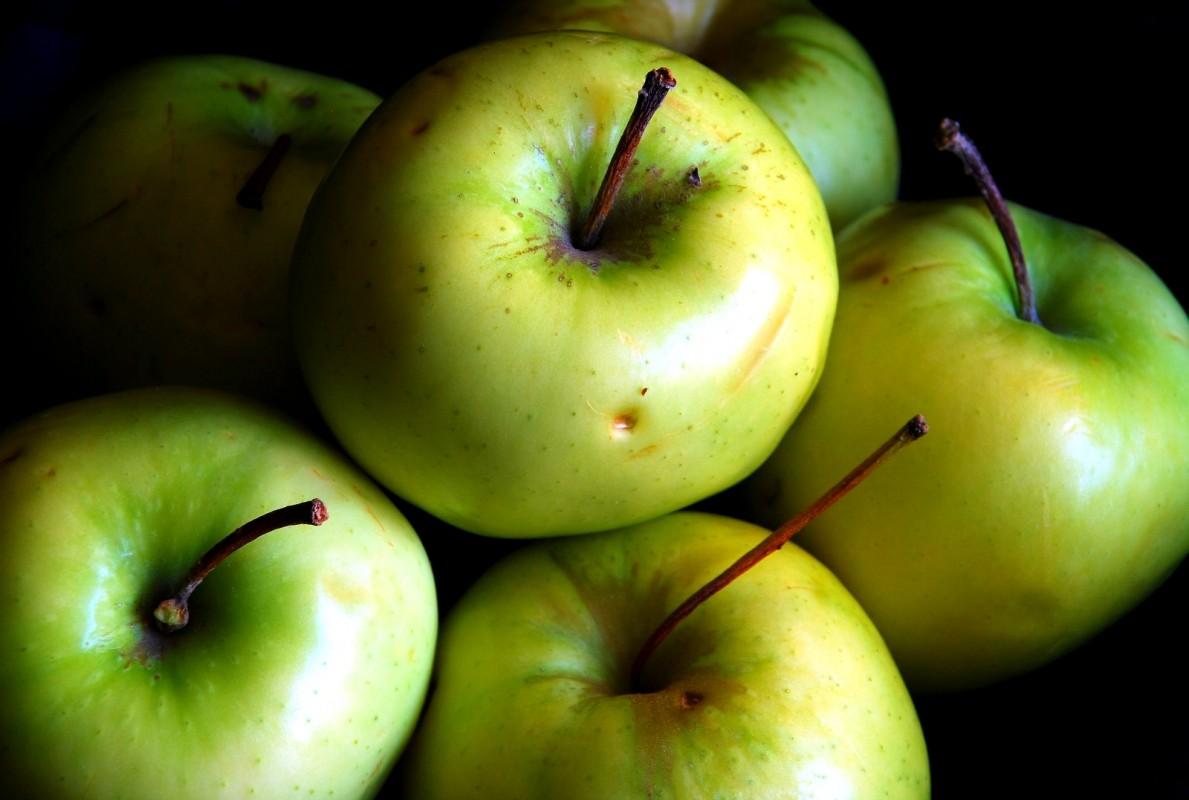 apples1-1189x800