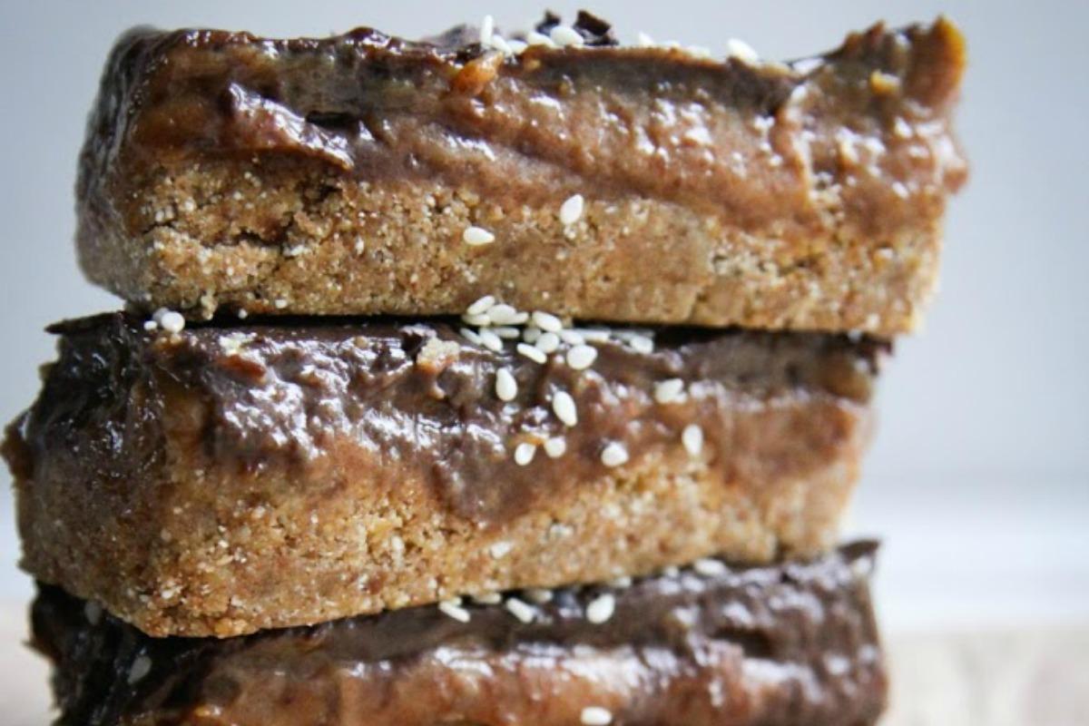 Gooey Chocolate Caramel Bars With Buckwheat [Vegan, Raw, Gluten-Free]