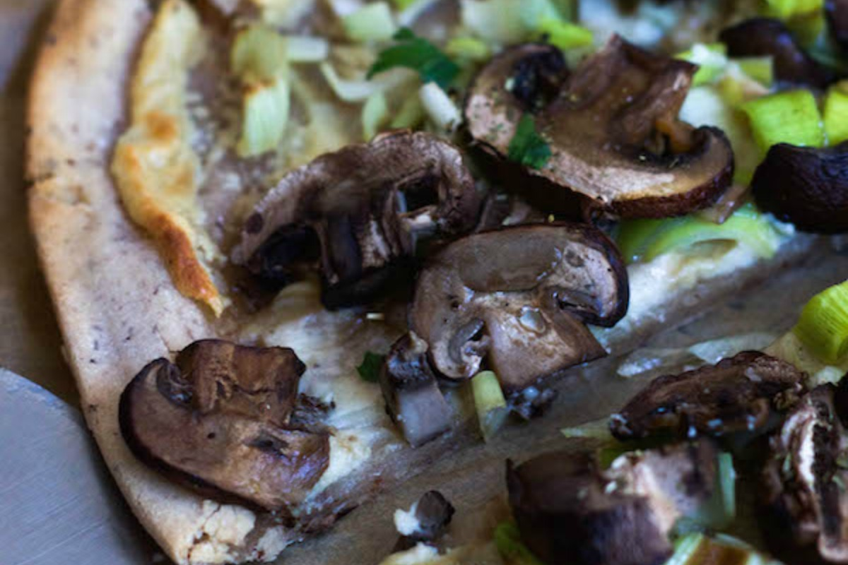 Mushroom and Leek Flatbread Pizza [Vegan, Gluten-Free]