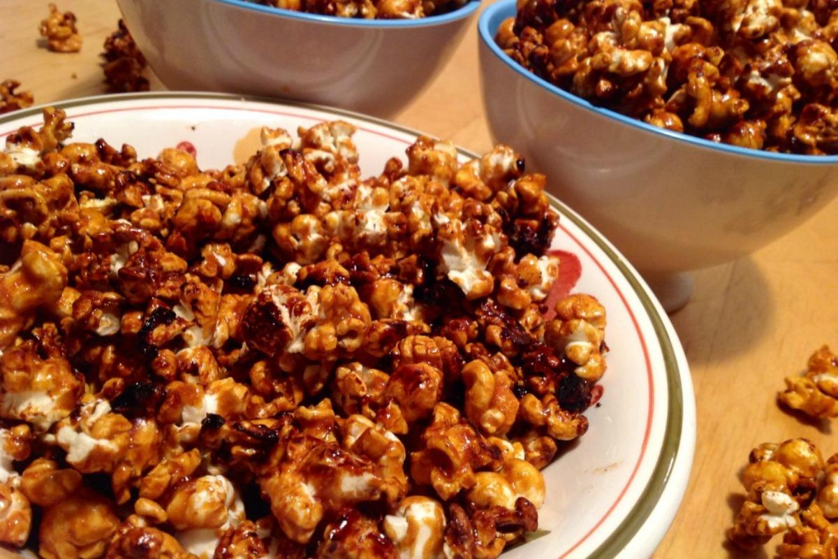 Vegan Caramel Popcorn [Gluten-Free]