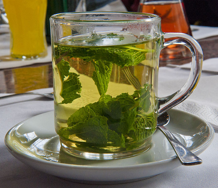 695px-Peppermint-tea_hg