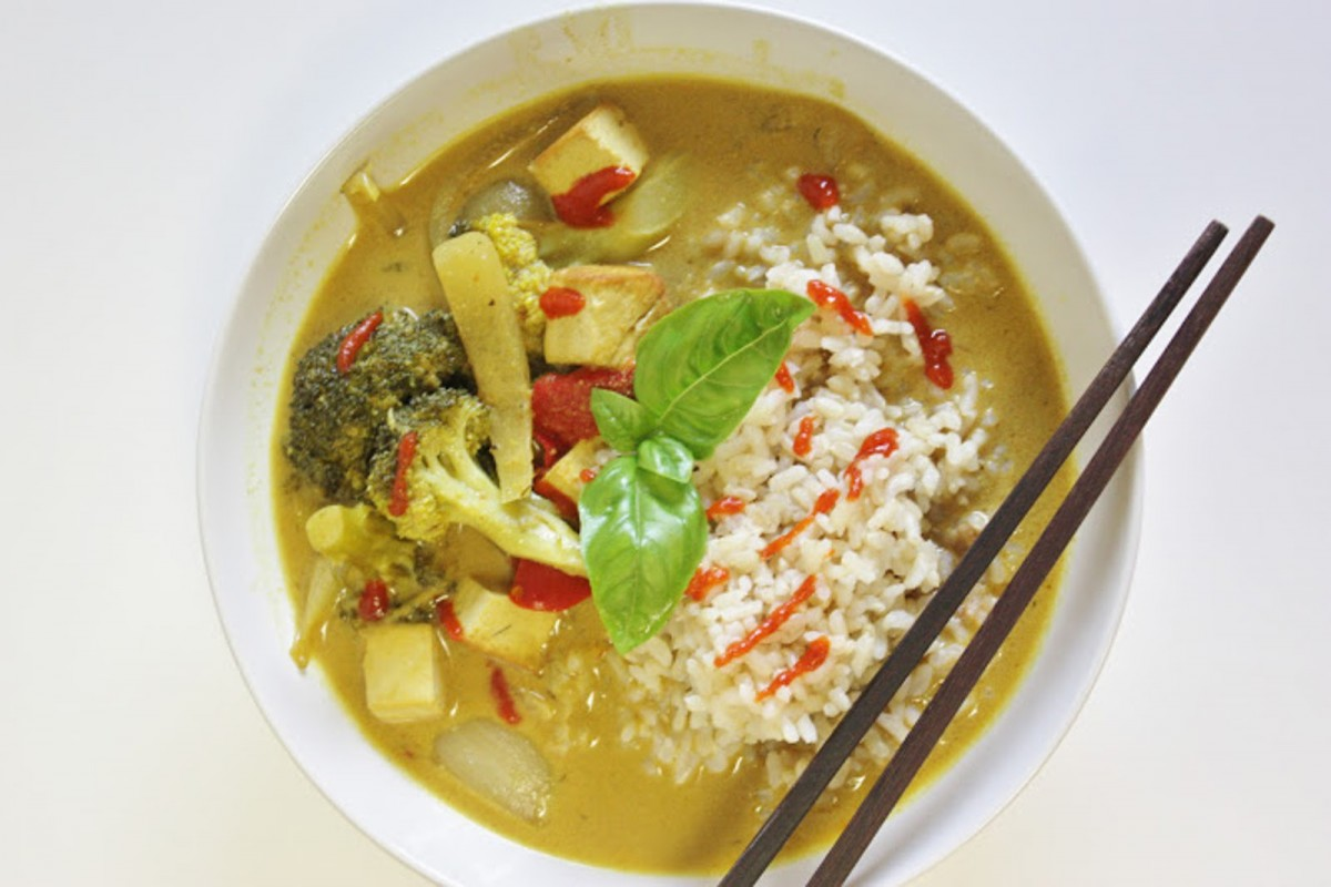 Curry-With-Tofu-and-Grilled-Vegetables-1200x800
