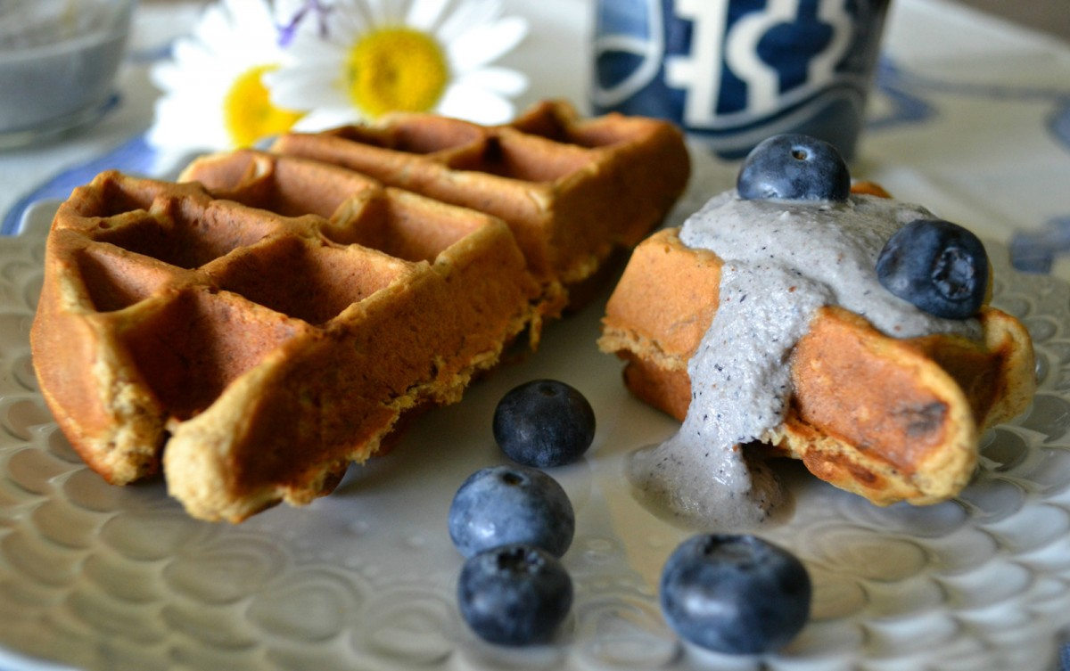 Peanut-Butter-Banana-Waffles-with-Blueberry-Macadamia-Cream--1200x753