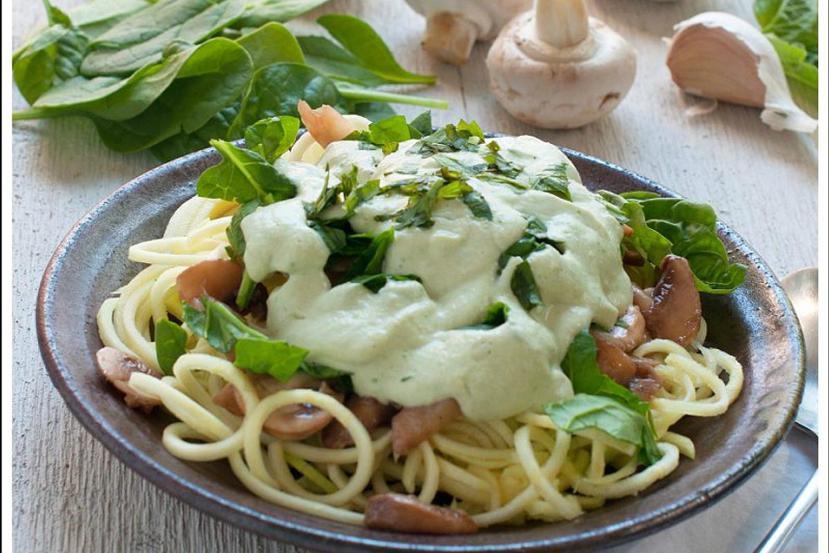 Raw-Creamy-Spinach-Mushroom-Pasta