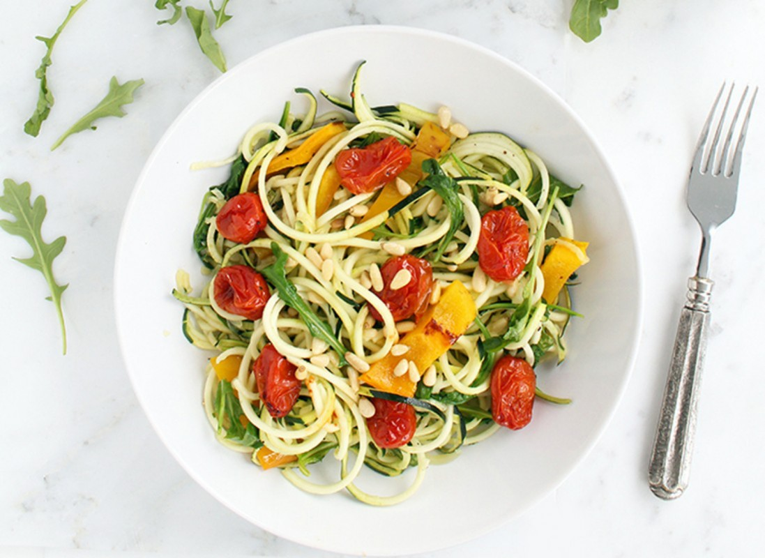 Roasted-Pepper-Zucchini-Pasta-with-Balsamic-Roasted-Tomatoes-Baby-Arugula-and-Toasted-Pine-Nuts-1098x800-1097x800