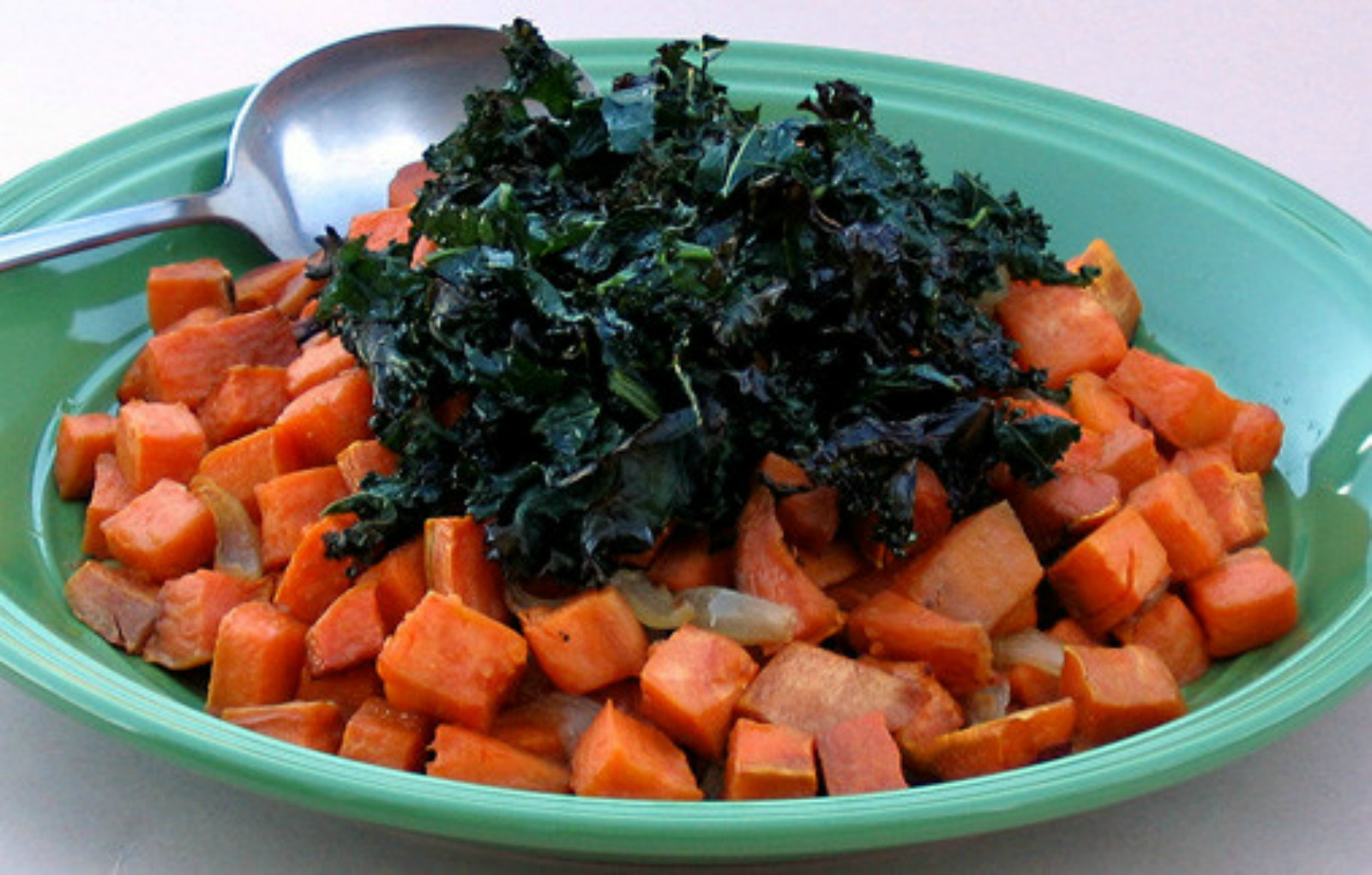 Roasted-Sweet-Potatoes-with-Shallots-and-Crispy-Kale-Ribbons_0