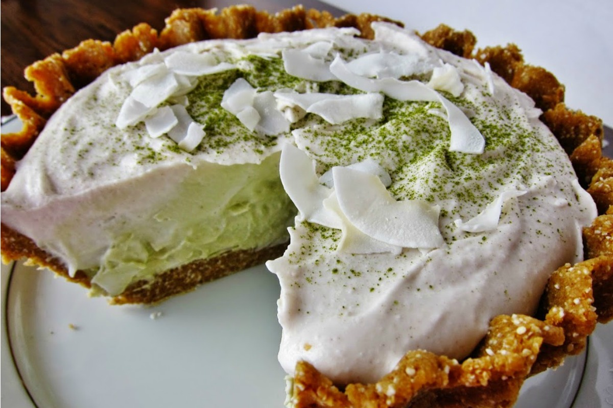 Raw Matcha Coconut Cream Pie [Vegan, Gluten-Free]
