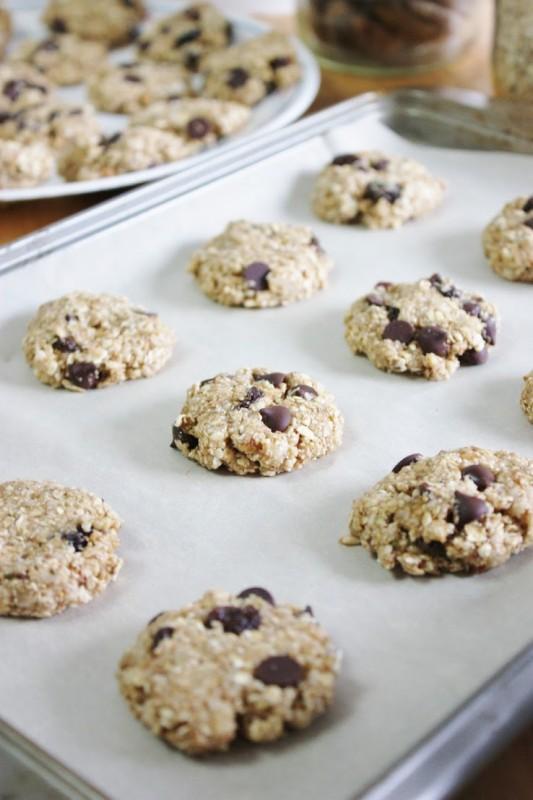 raw-raisin-oat-cookies-533x800