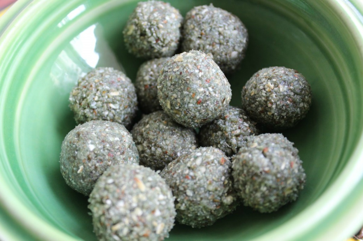 Six Ingredient Spirulina Snackies [Vegan, Gluten-Free]