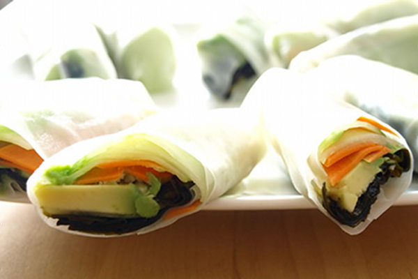 http://www.onegreenplanet.org/vegan-food/recipe-spring-rolls-with-wakame/