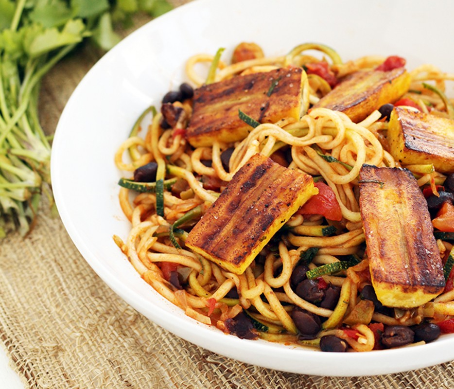 Sofrito-Zucchini-Pasta-With-Beans-and-Lightly-Fried-Plantains-934x800