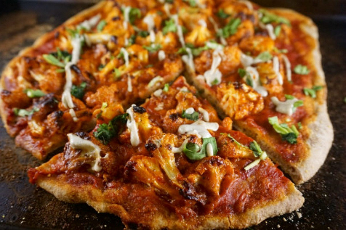 Bangin' Buffalo Cauliflower Pizza [Vegan]