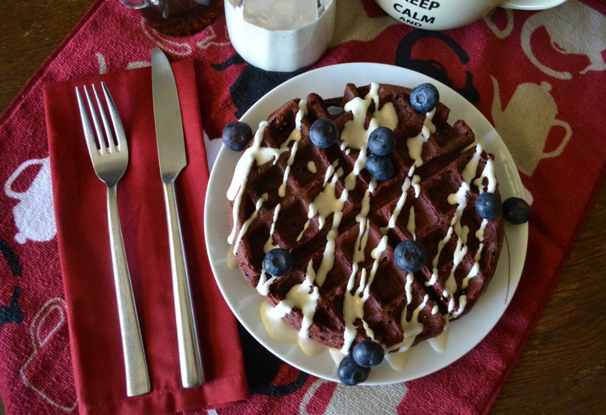 Red-Velvet-Vegan-Waffles-with-Cream-Cheese-Sauce-Recipe-1170x800