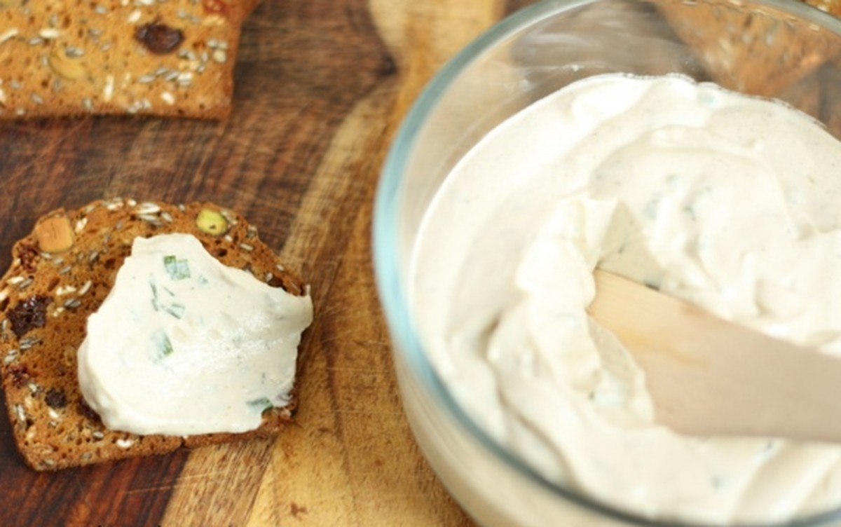 Spreadable Herb Cashew-Hemp Cheese [Vegan, Raw, Gluten-Free]