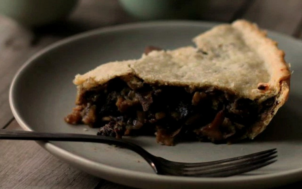 Mushroom Tourtière (French Canadian Savory Pie) [Vegan]
