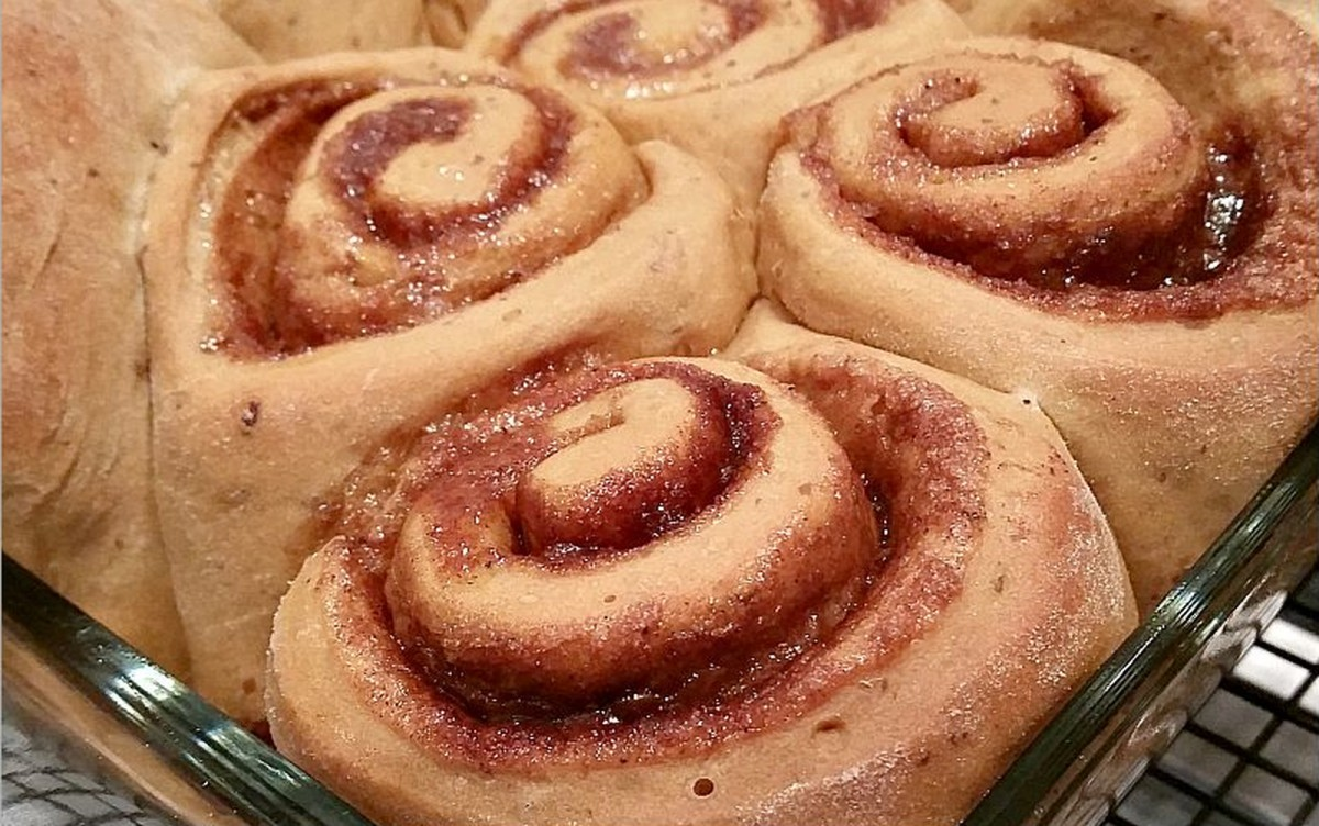 Gingerbread Cinnamon Rolls [Vegan]