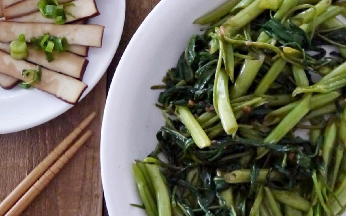 Sautéed Chinese Hollow-Stem Spinach (Kong Xin Tsai) [Vegan, Gluten-Free]