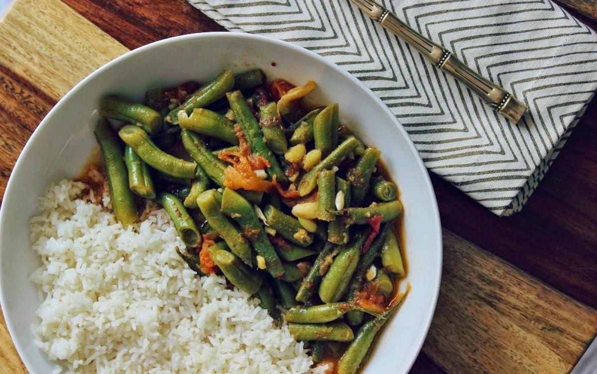 Masaledar Sem (Spicy Green Beans) [Vegan, Gluten-Free]