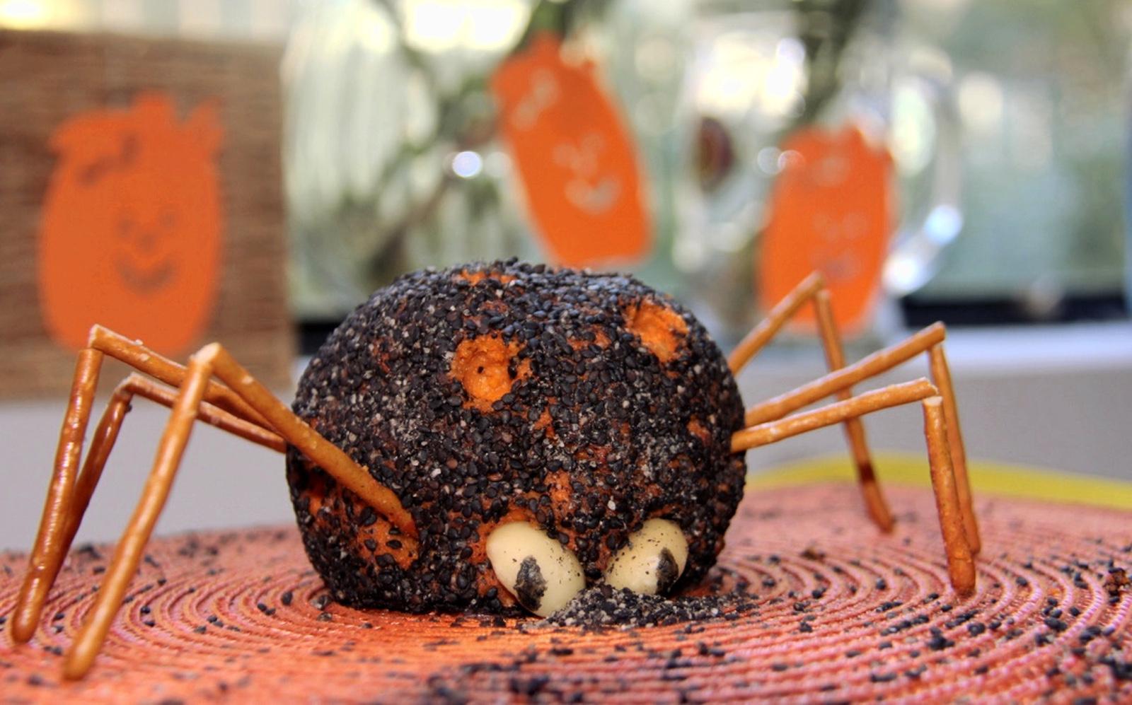 #5under5: Spooky Spider Cheddar Cheese Ball [Vegan, Gluten-Free]