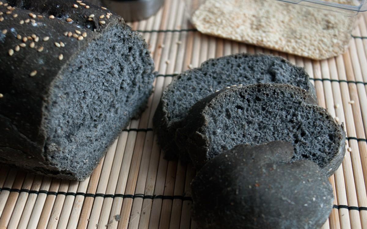 Basic Black Bread [Vegan]