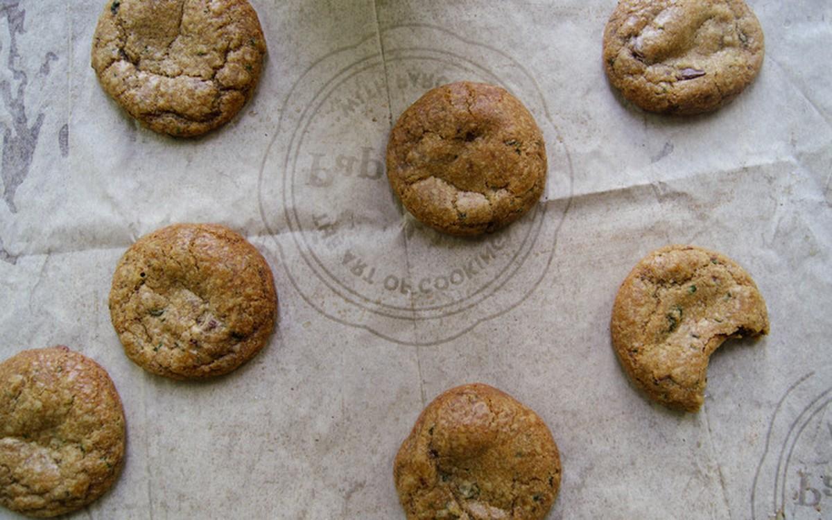 Spelt Basil Chocolate Chip Cookies [Vegan]