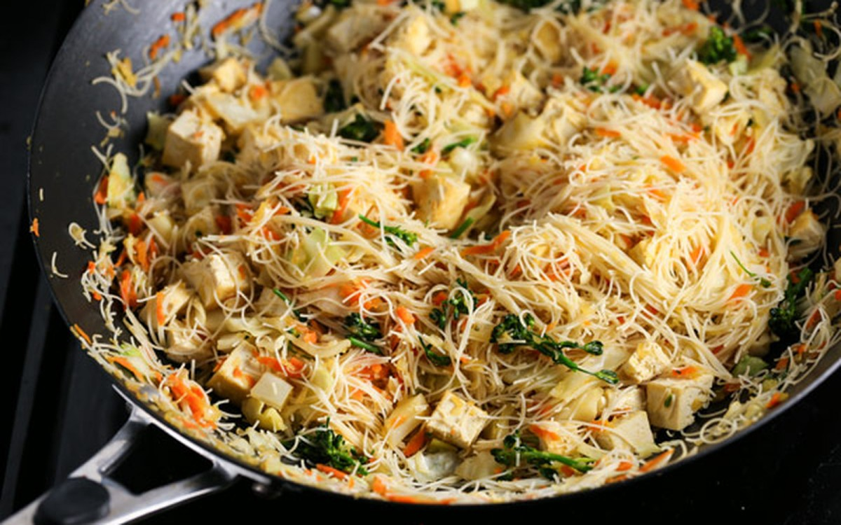 Vegetable Pancit (Filipino One-Pan Noodles) [Vegan, Gluten-Free]