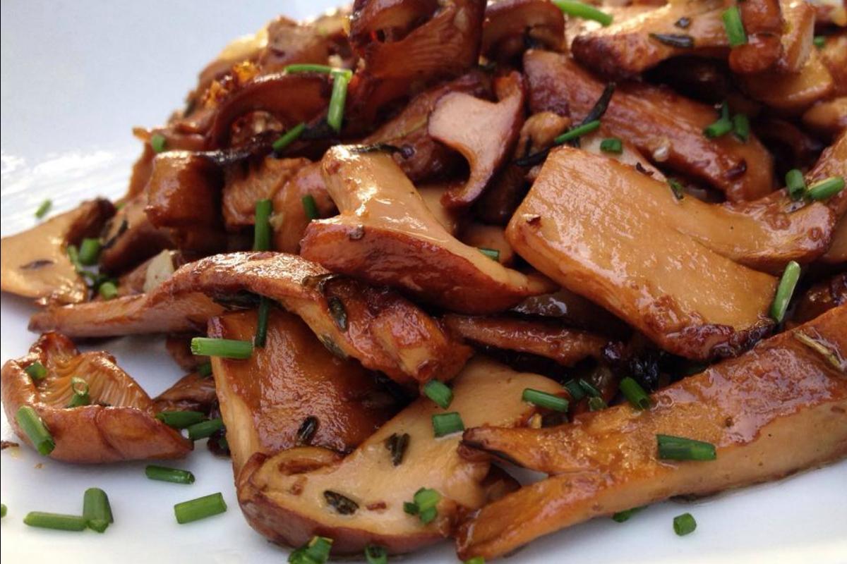 Garlic and Thyme Pan Seared Mushrooms
