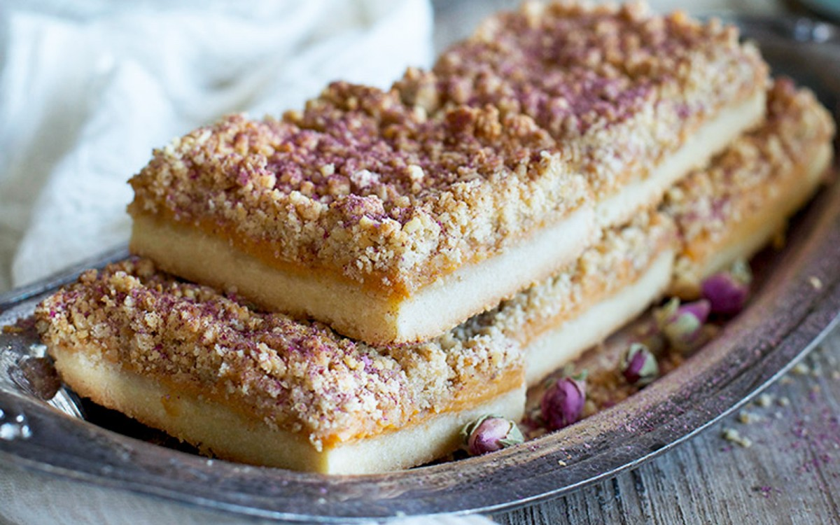 3-Layer Shortbread Bar With Persimmon Jam and a Crumble Topping