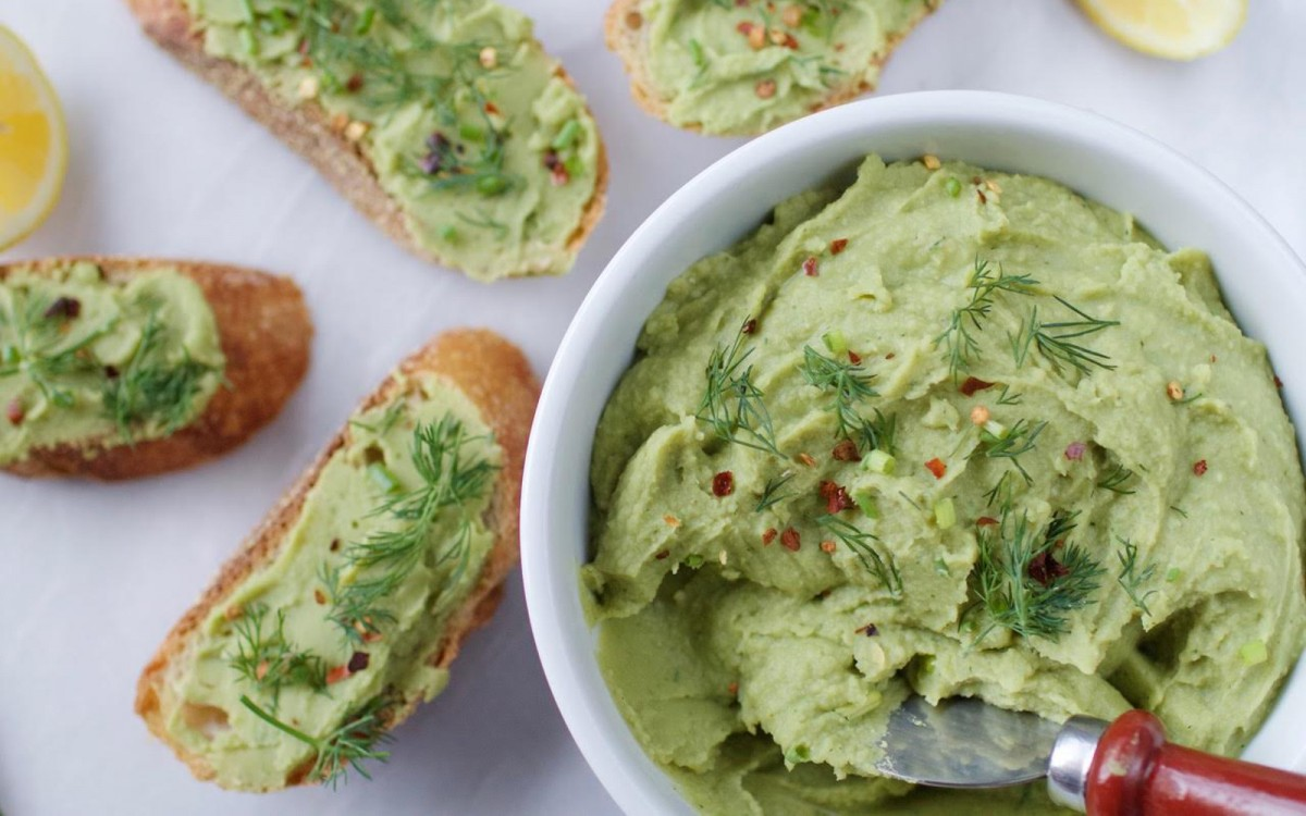 Roasted Garlic, Dill, and Chive Bean Dip