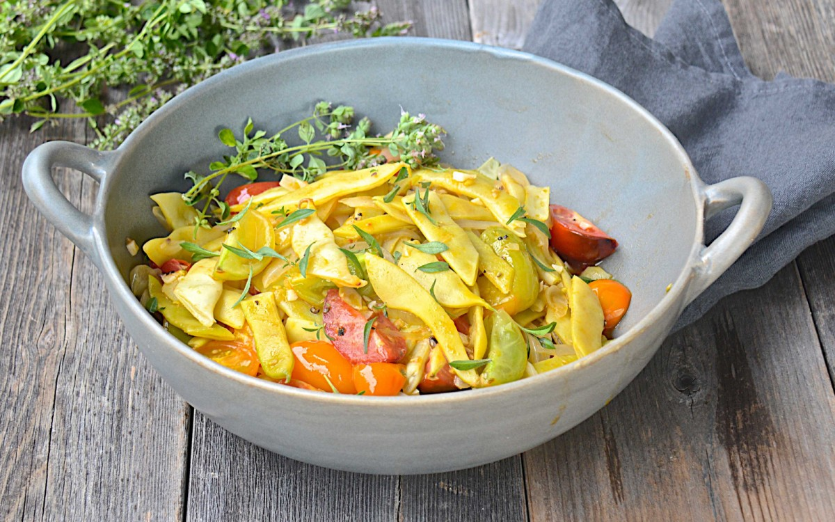 Italian Yellow Flat Beans With Olive Oil, Garlic, and Tomatoes