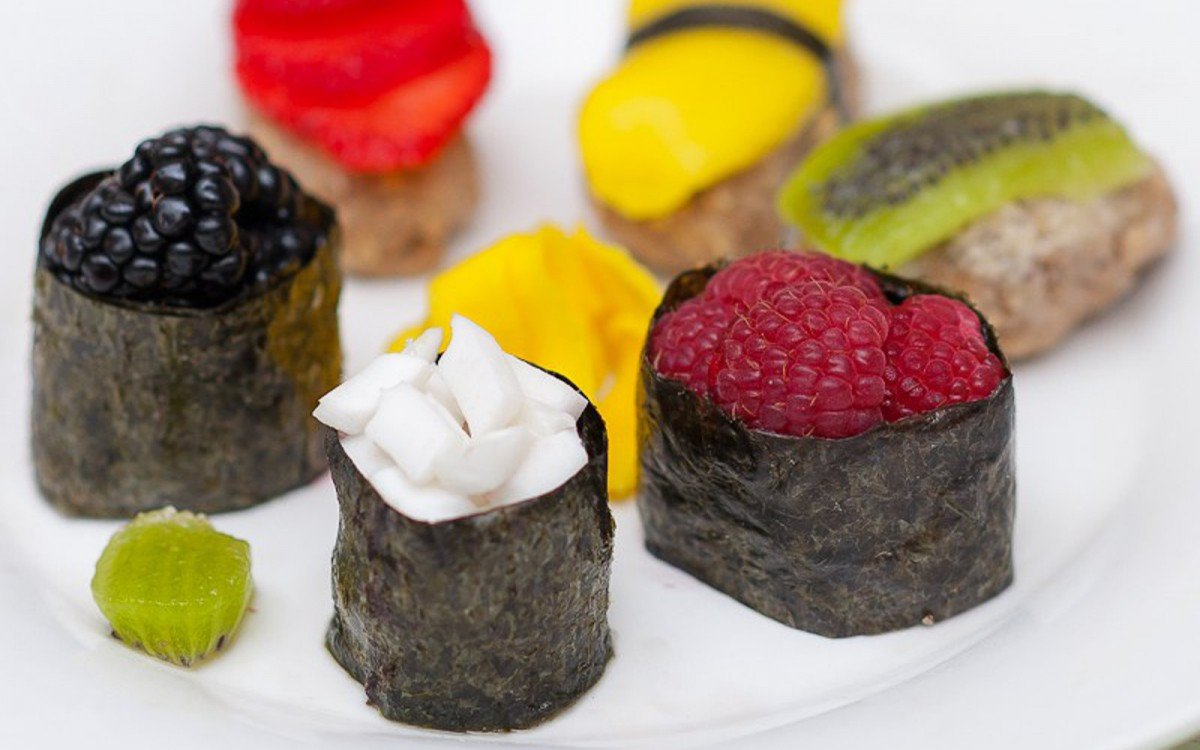 Fruity Dessert Sushi With Cinnamon Vanilla 'Rice'