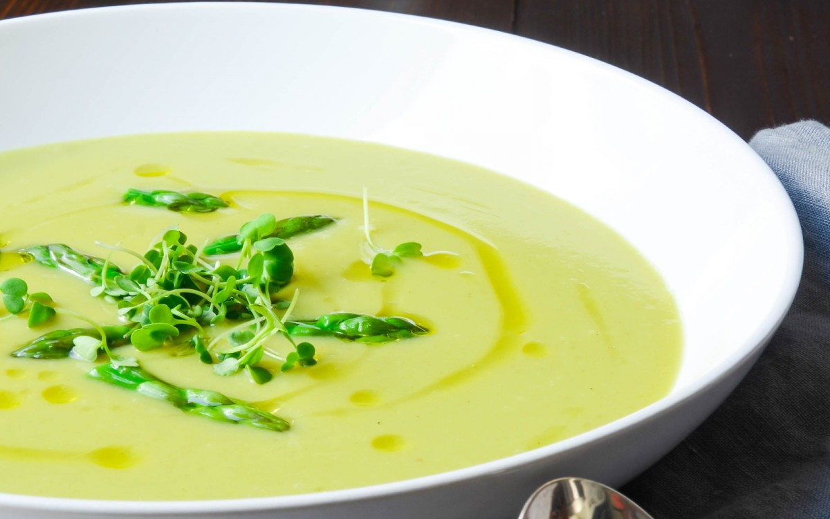 Creamy Asparagus and Sunchoke Soup