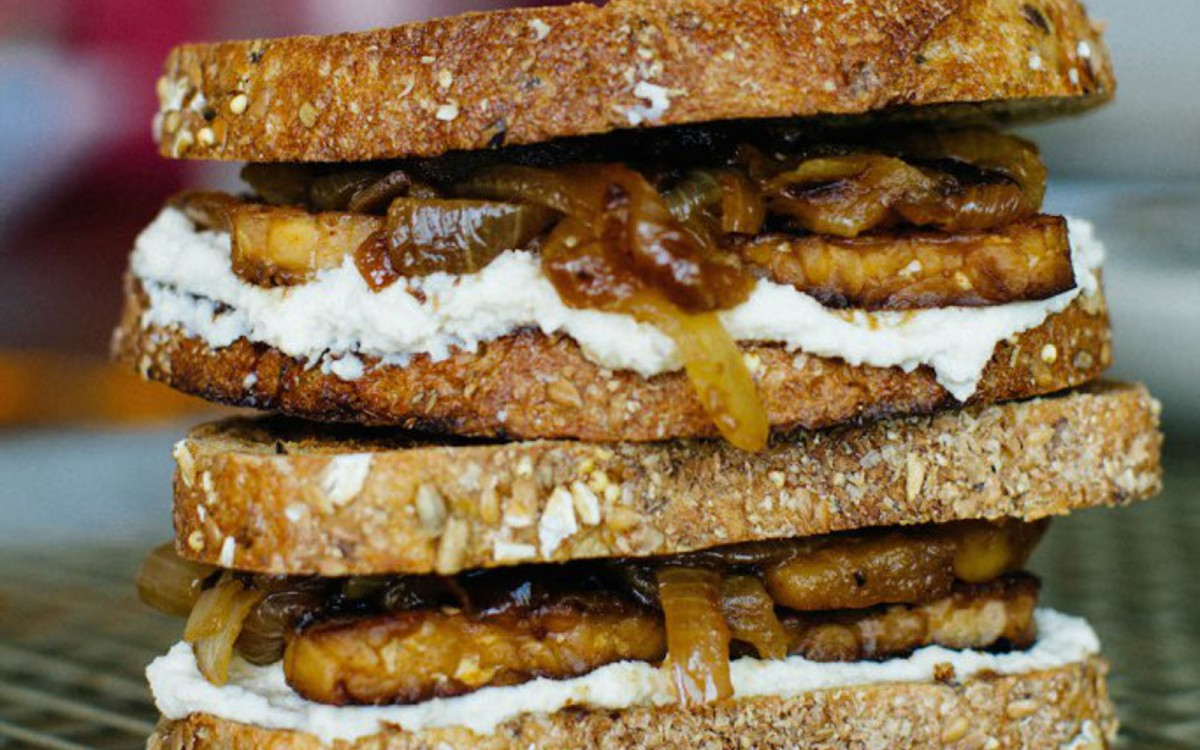 Maple Tempeh Sandwich With Caramelized Apples and Onions