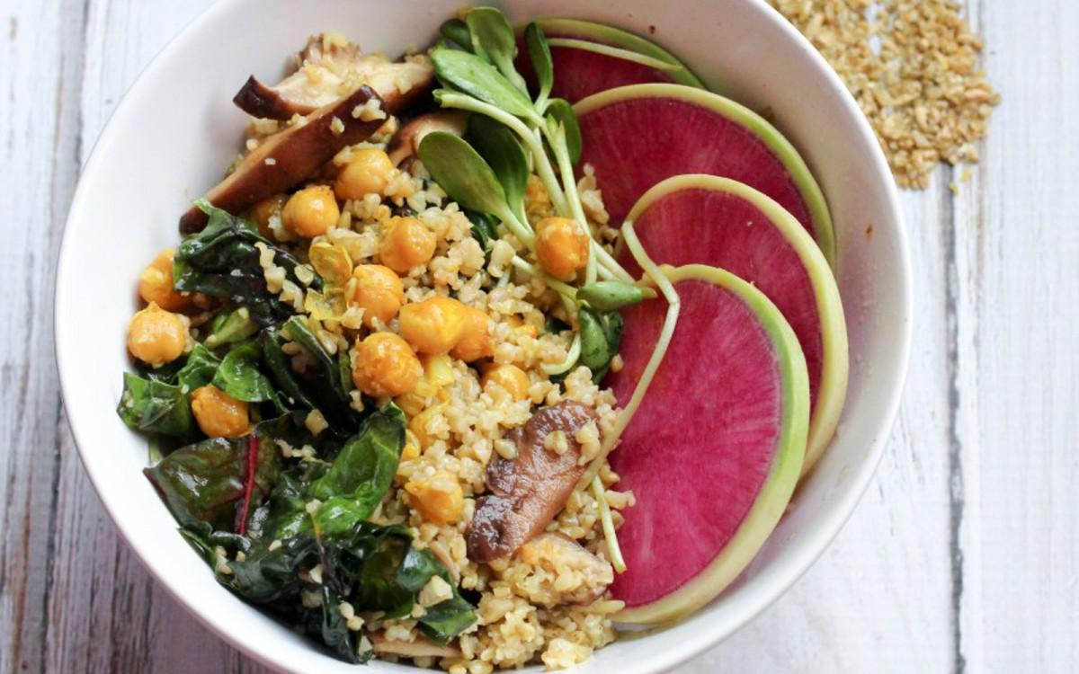 Freekeh Turmeric Chickpea Salad