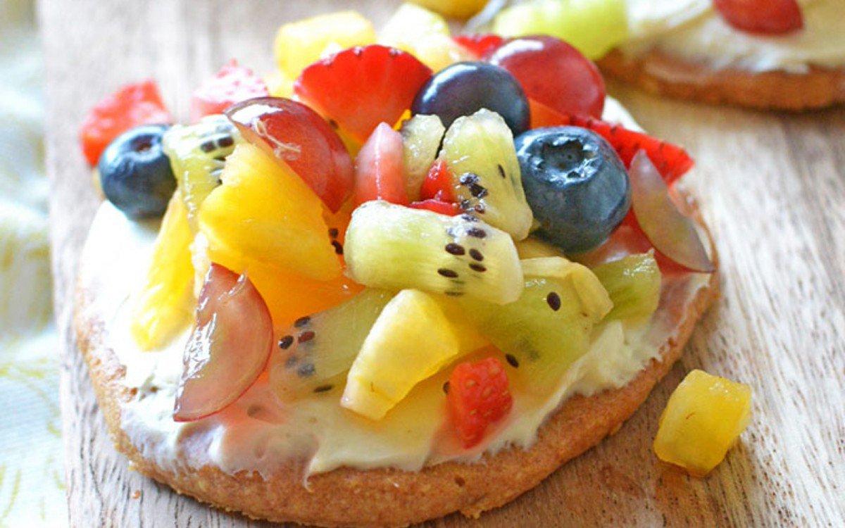 mini-fruit-pizzas-1200x750 (1)
